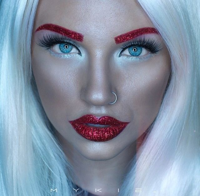 ℒᎧᏤᏋ her awesome red glittery eyebrows & lips..Via ...