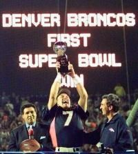 John Elway | John Elway hoists the Lombardi trophy after the 1998 Super Bowl ...