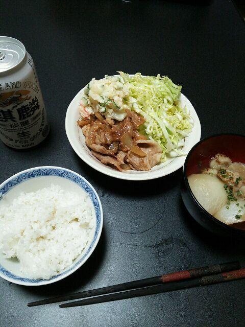 豚の生姜焼きにはやっぱり千切りキャベツとポテサラでしょう♪ - 7件のもぐもぐ - 生姜焼きとかぶの煮物 by tommysaku