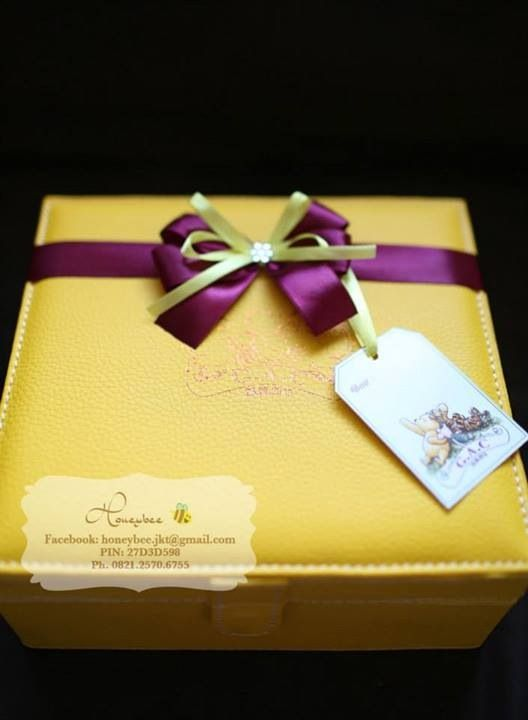 Classic pooh hamper for celebrate new baby girl
