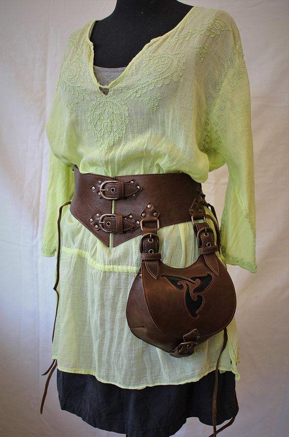 ceinture large cuir avec escarcelle   ceinture lacée aumonière   serre  taille avec escarcelle   serre taille cuir   ceinture large cuir 970b4eea546