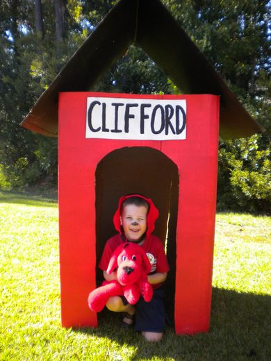 For this Clifford the Big Red Dog-themed Birthday party, kids wore Clifford ears, played in a large doghouse, and dined from dog bowls. Love it!  #bookparty