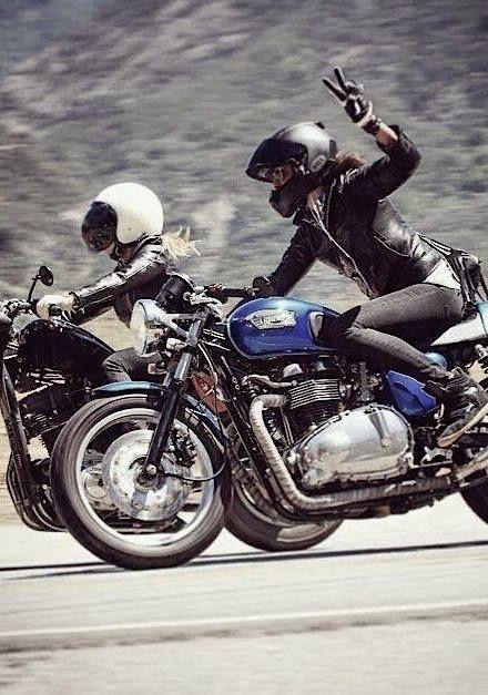 Le Rédac Chef m'a laissé le choix entre deux sujets photo : « les fils à papa » ou « les filles à moto ». Je n'ai pas hésité longtemps, en fait.