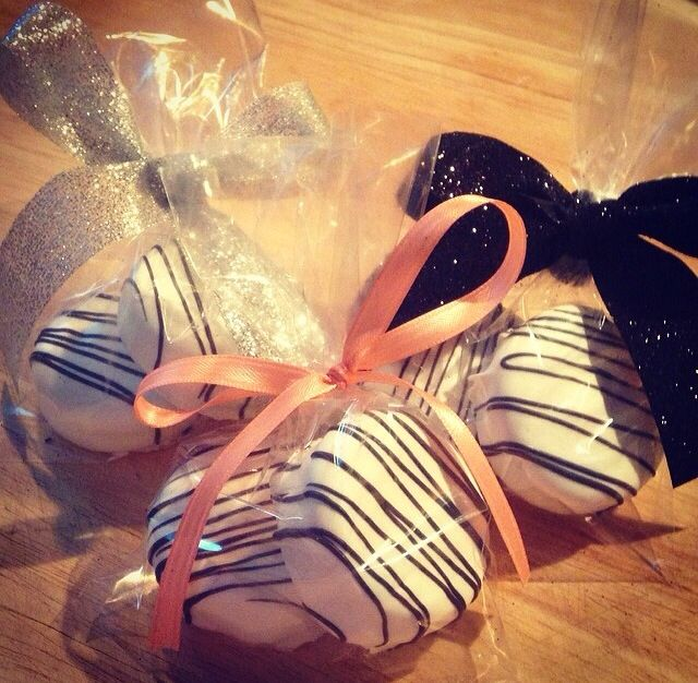 Chocolate Covered Oreos! Perfect Party Favors!!