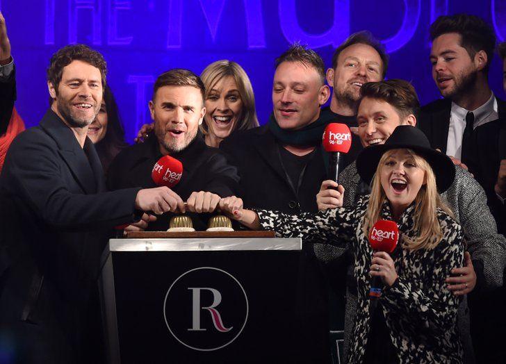 Pin for Later: Les Photos People de la Semaine à ne Pas Manquer  Take That, Emma Bunton, Toby Anstis, et Jason Donovan ont lancé les festivités de Noël sur Regent Street, à Londres.