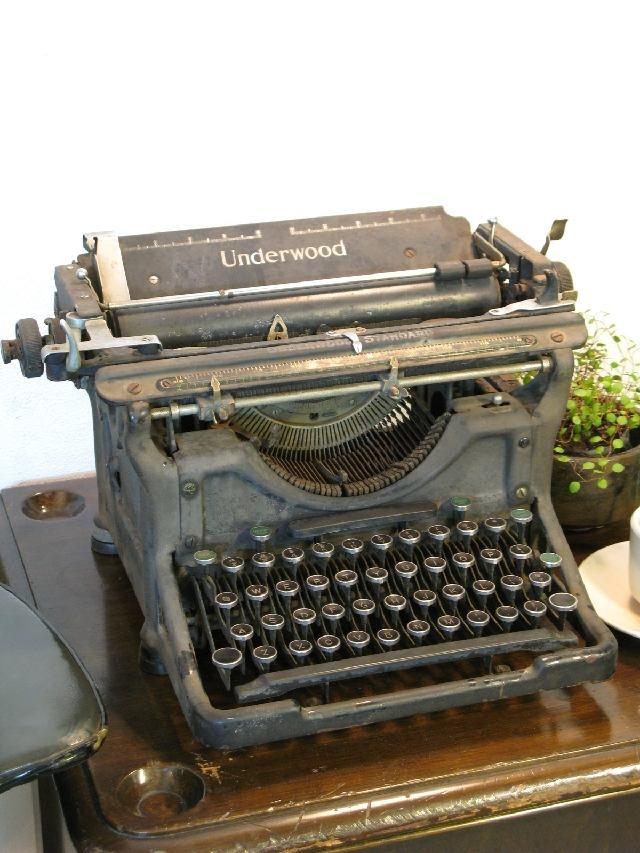 【アンティーク 古道具 JIKOH】レトロ ヴィンテージ アメリカ アンダーウッド社 タイプライター ジャンク品 ディスプレイとして【楽天市場】