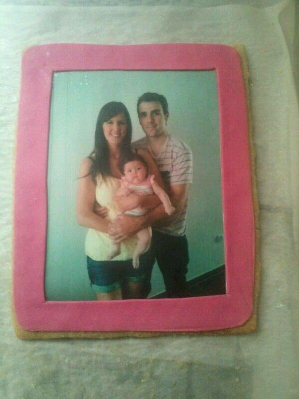 Galleta grande con foto comestible, para una reciente mamá!