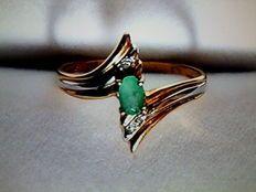 Ring met smaragd en diamanten