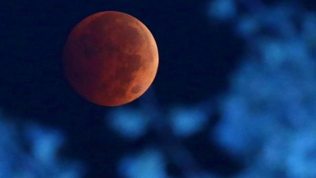 The Blood Moon October 2014. Another spectacular shot of the lunar eclipse from the US, this time in Milwaukee. (AAP)