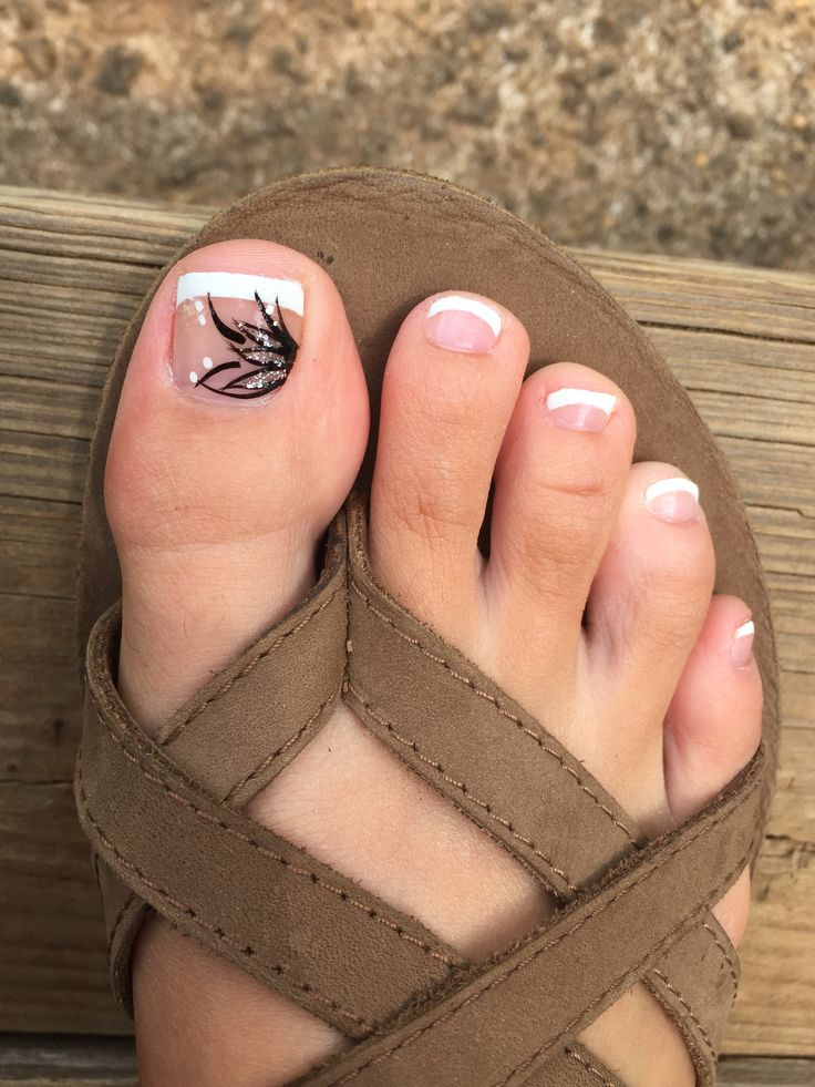 French tip summer pedicure design