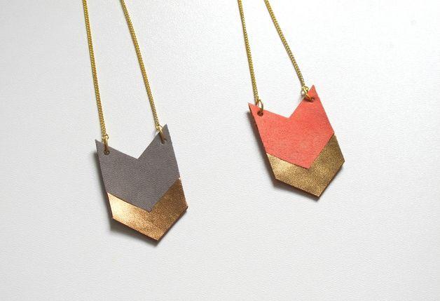 Halskette aus Leder in grau/ gold & coral/ gold // leather necklace by tilt. via dawanda.com