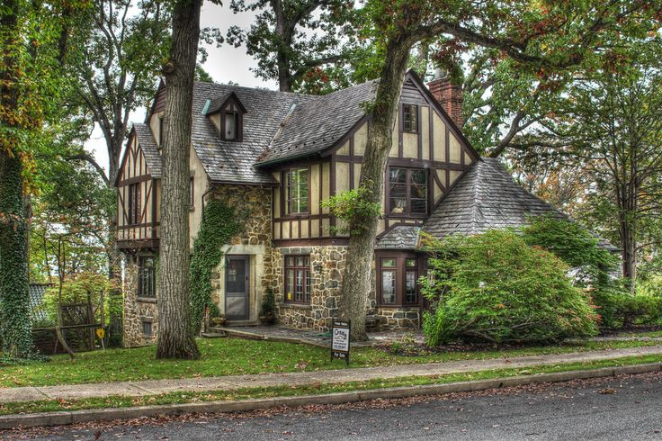 https://flic.kr/p/aBFD4u | Distinctive Homes of Reading, PA I love older homes.  Especially Tudor Revival and Storybook Style from the 1920's and 30's and Reading, PA has quite a few of them in and around it.