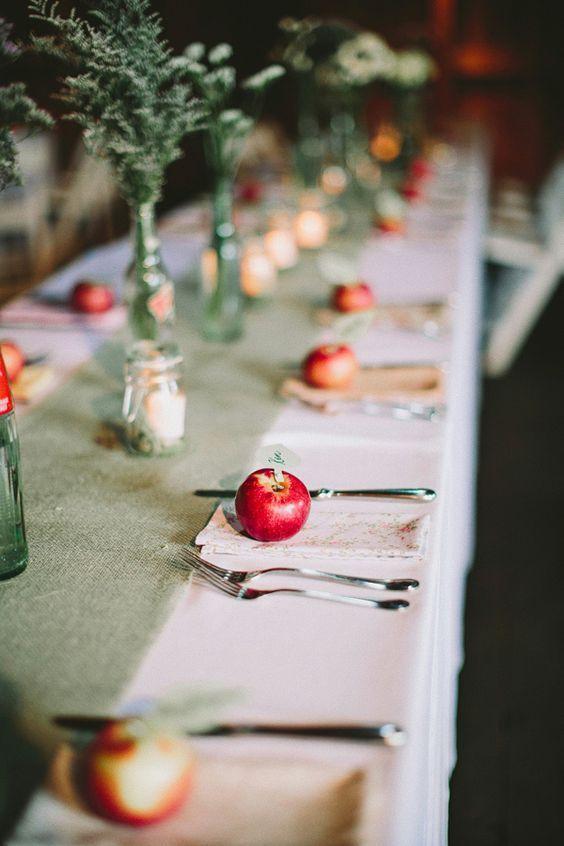 apple wedding place cards / http://www.himisspuff.com/apples-fall-wedding-ideas/2/