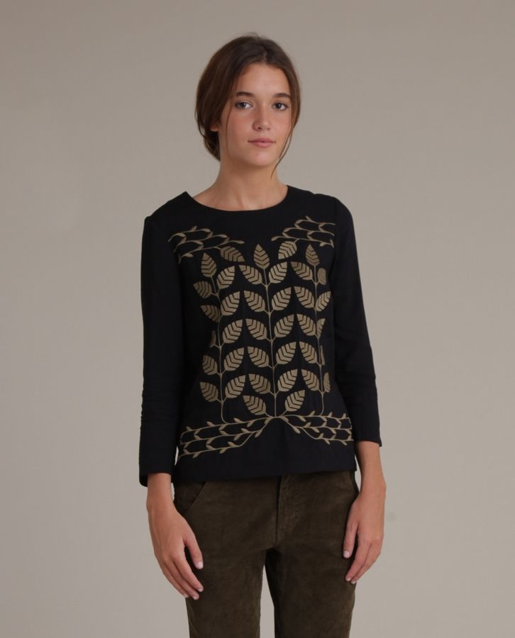 EMBROIDERED LEAVES TOP