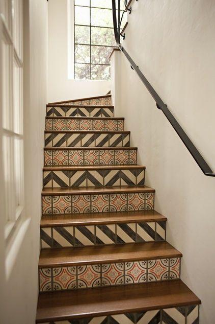 Los tramos de escaleras ya no tienen que ser sosos, decóralos con baldosas | Decorar tu casa es facilisimo.com