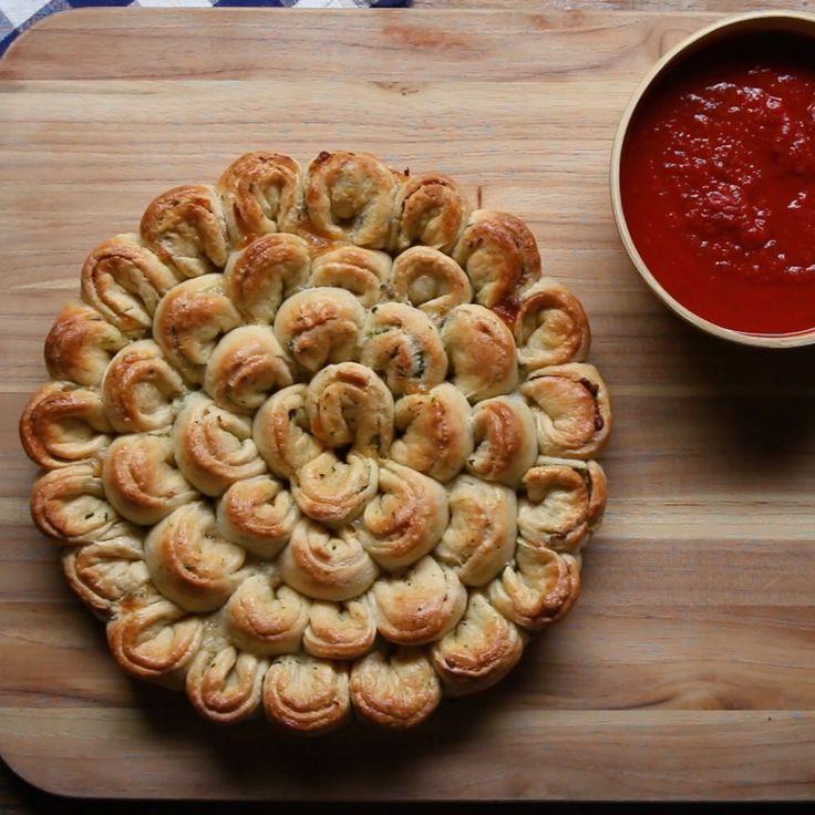 Dieses Hühnchen-Spinat-Brot ist perfekt zum Teilen …