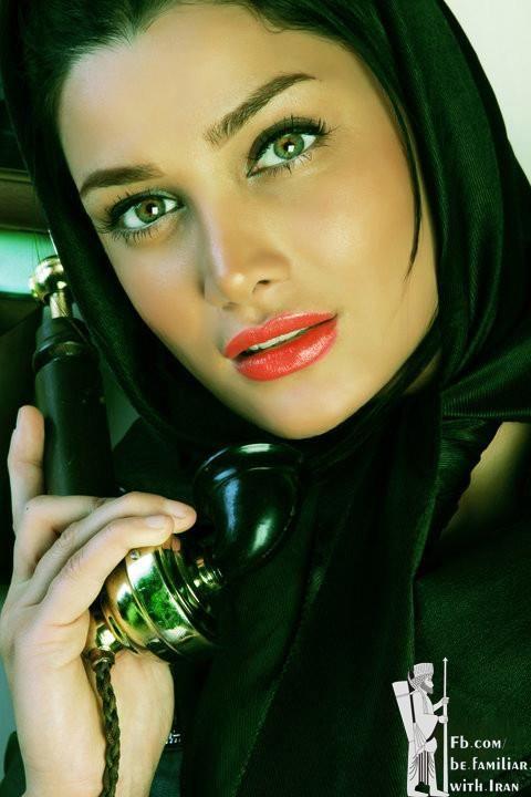 Tina Akhountabar/ تینا آخوندتبار متولد ۱۳۶۱ در تهران می باشد ،از خانواده ای نسبتأ ثروتمند و دارای مدرک لیسانس میباشد ،او عاشق بازیگریست ،از لحاظ چهره کمی شبیه الناز شاکردوست میباشد و عده ای وی را شبیه به یکی از بازیگران بالیوود میدانند،او در فیلم های هر چه خدا بخواهد و طلاق به سبک ایرانی ایفای نقش کرده است.