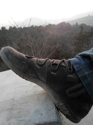 Mike Dong Xu walking in Beijing. #Lizard boot KrossUrbanMid.  #Lizardfootwear #LizardWinter www.lizardfootwear.com