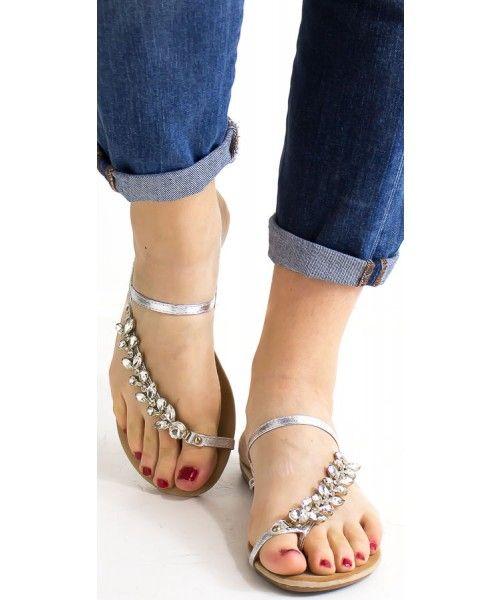 Sandalo basso con strass a fiore disponibile in oro, argento e nero.