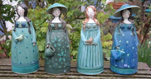 Handmodellierte Keramikdamen Meisterhand Vielfltige Gefertigte Liebevoll Keramik Objekte Auswahl Zieren Garten Tonskulpturen Keramik Gartenkeramik