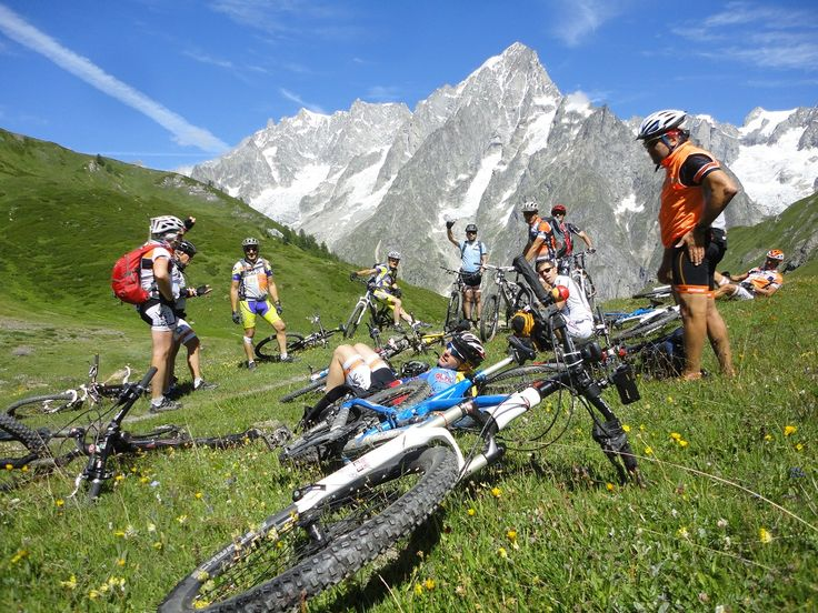 Tour dei Rifugi in Mountain #Bike sul Monte Bianco,  Valle d'Aosta. Prenota ora: http://www.bookingsport.it/valle-d-aosta-r16/mountain-bike-s48/tour-dei-rifugi-in-mountain-bike-sul-monte-bianco-pr93.aspx