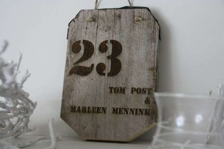 Naambord van steigerhout
