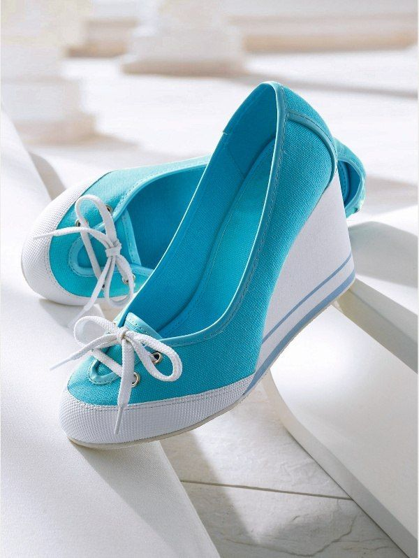 I don't generally like these kinds of shoes, but who can resist that color!? XD