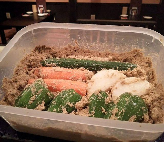 3日文化の日も沢山のお運びありがとうございました!明けて本日カレンダーを見ると〝かき揚げの日〟と書いてあります、いろんな日があるものですね(^^)今日はぬか漬けにピーマンを漬けてみました♪ほろ苦くてまいうーです✨✨✨ #ぬか漬け#野菜#ピーマン#江古田#練馬#小竹向原#桜台#居酒屋#デート#宴会#お鍋#肉#日本酒#焼酎#ハイボール#竹山