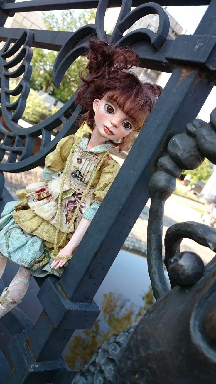 """""""Полечка""""  подвижная кукла из LaDoll. Рост около 40см. Сделана по типу будуарной куклы. Тельце текстильное, набито опилочками . Голова, ручки и ножки сделаны из пластика. Польчики укреплены жестким каркасом внутри. Девочка легко принимает различные позы, но не умеет стоять. Голова поворачивается. Роспись- акрил, акварель, пастель. Волосы натуральный тресс из козы (приклеен). Волосы можно расчесывать и завивать. Одежда снимается , в комплекте платье, сапожки, Вся одежда сшита автором. Очень…"""