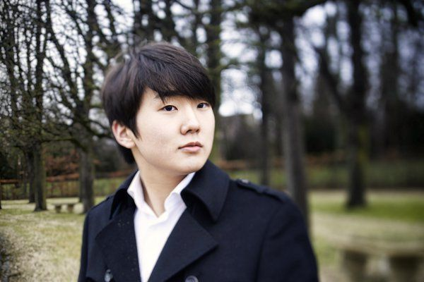 S-Korean Seong-Jin Cho (1994) studied at the Paris Conservatoire and is currently a pupil of Michel Beroff.  He performed with the Mariinsky Theatre Symphony, the French Radio, Czech, Seoul, Munich and Ural philharmonic orchestras, Berlin Radio Orchestra, Russian National Orchestra (Mikhail Pletnev) and Basel Symphony Orchestra. He has toured Japan, Germany, France, Russia, Poland, Israel, China and the US, also participating in numerous European festivals.