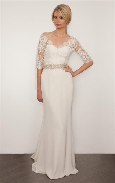 Платье с рукавами из кружев
