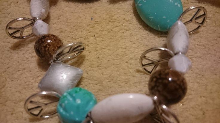Bettelarmband Peace Perlen Steinoptik weiß blau braun elastisch