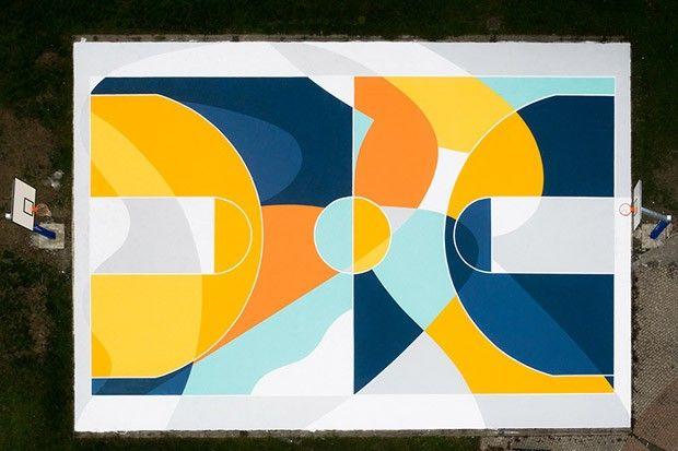 Artista cria quadra de basquete geométrica usando cores vibrantes (Foto: Ugo Galassi)