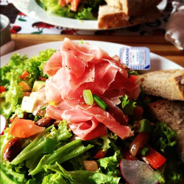 Dagens frokost - Vindblæst skinkesalat!