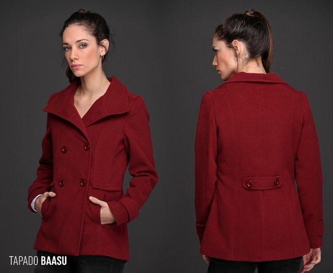 El Tapado Baasu, de paño liso, es una prenda clásica y femenina. Abrigado y de textura suave, este abrigo es ideal para acompañar todos tus looks de temporada. Encontralo en 3 colores diferentes.