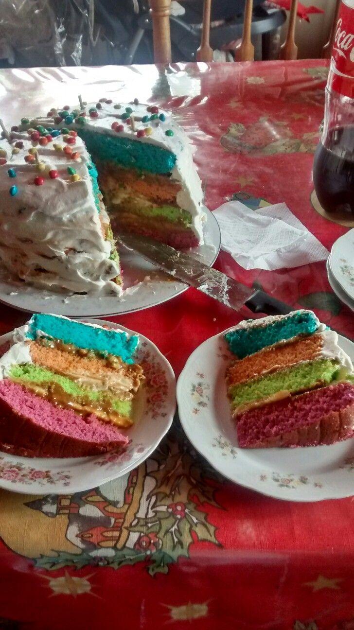 Torta de colores  Si gustan se pueden hacer las capas más delgadas y agregar más colores