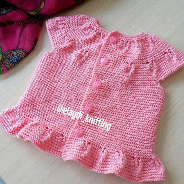 Hayırlı sabahlar  mutlu günler  yeleğım asa yukari 3 /6 aylık bebeğe, 1 yumak nako lüks minnoş kulandım,3 ,3 buçuk numara şiş le orebilirsiniz..( Derya Baykal'la gülümse kız bebek yeleği yapimi ) yazın çıkar youtube'da videolu anlatımı var, kolay gelsin . #handmade #knitwear #örgümodelleri #knitting #bebeğim #hoşgeldinbebek #babyshower #elemegi #elemeği #bebiş #annebebek #renk #örgü #gaziantep #hanmade #bebeğim #hoşgeldinbebek #babyshower ...