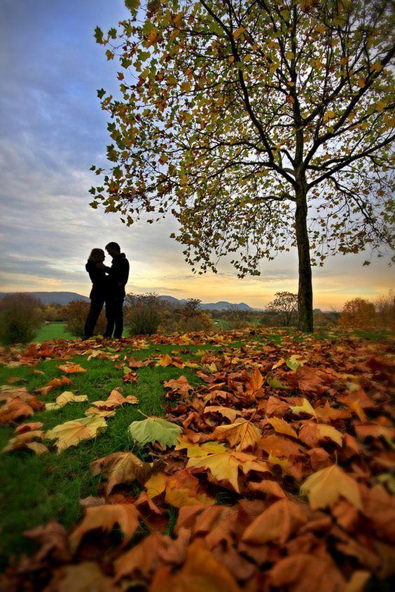 """✿⊱❥ Amar é perceber o valor das pessoas e, principalmente, o valor que as pessoas dão a você. Perceber quem é que realmente te merece, que te quer bem, e que percebe você. Amar é perceber que não se ama """"por causa das virtudes,"""" mas """"apesar dos defeitos."""" Perceber que melhor que entregar-se à milhares de paixões vazias, é estar sozinho. E que melhor do que estar sozinho, é amar e deixar alguém amar você. Amar é perceber que nunca é tarde, e que mesmo que não seja """"pra sempre."""" Augusto Branco"""