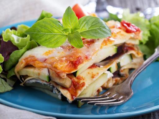 Lasagnes aux courgettes : avec des courgettes, du boeuf, du porc, de la sauce tomate et du fromage