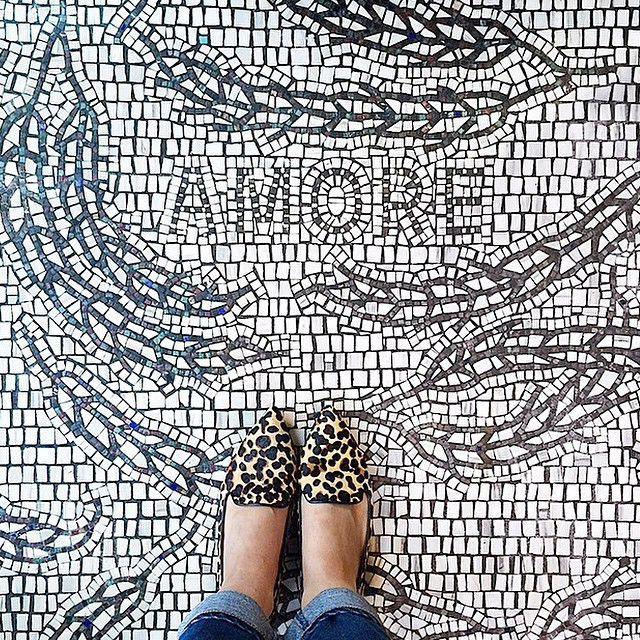 I Have This Thing With Floors é um projeto no Instagram que a gente te indica para seguir. Tudo consiste no poder da textura e diagramação de pés com o chão. Não existem muitas informações sobre o criador da página, mas sem dúvida é um bom material para ter na barra de rolagem do seu (...)
