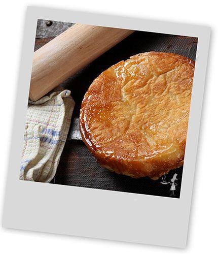 Découvrez une recette simple pour cuisiner un kouign Amman succulent qui raviront tous vos convives. Ingrédients, temps de préparation et conseils par des passionnés de la cuisine bretonne.