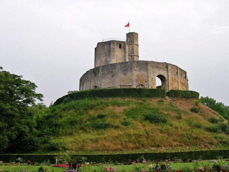 Templiers - Le donjon du château de Gisors, où furent emprisonnés les dignitaires de l'Ordre du Temple, dont Jacques de Molay.