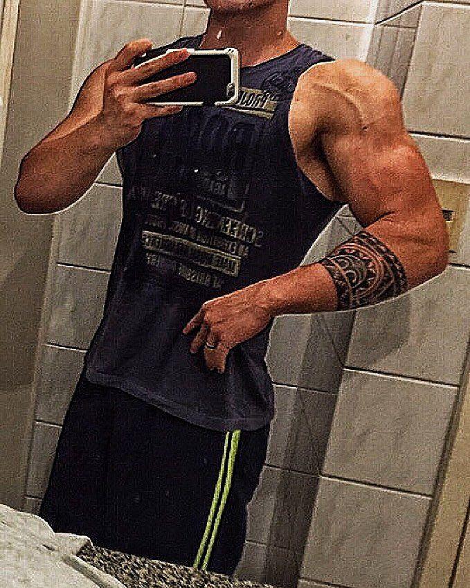 #density  Carbado e cheio é um cado diferente  fotinho após um treino de Ombrolas  porque a parada é deixar os ombros iguais às bolas de basquete  Vamos Empedrar! Fevereiro começa oficialmente o Pré-Contest  #foco #dieta #brazilian #ifbbsc #30tododia #subjunior #Fitness #physique #fitnesslifestyle #teamcabuloso #teamtreta #fibradoporra #bodybuilding #bodybuildinglifestyle #rasgaessaporra #secasaporra #fikagrandeporra #gymlife #eatclean #vemmonstro #fabricademonstro #rumoaospalcos2016…