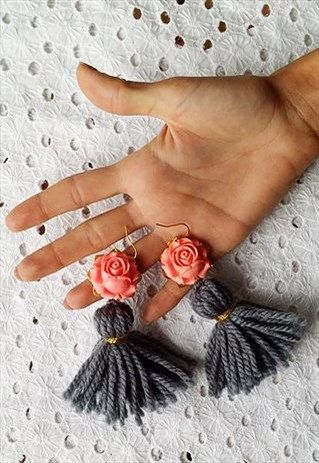 Mint+-+Earrings+with+grey+wool+tassels+and+cabochon+pink+orecchini+lana+grigio+coral