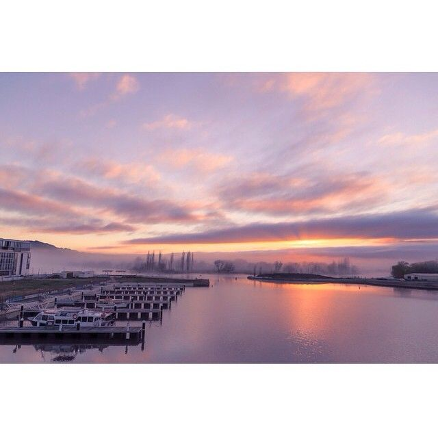 This spectacular Kingston Foreshore sunrise was beautifully captured by Instagrammer jmcfeatphoto! Thanks for sharing and tagging #visitcanberra