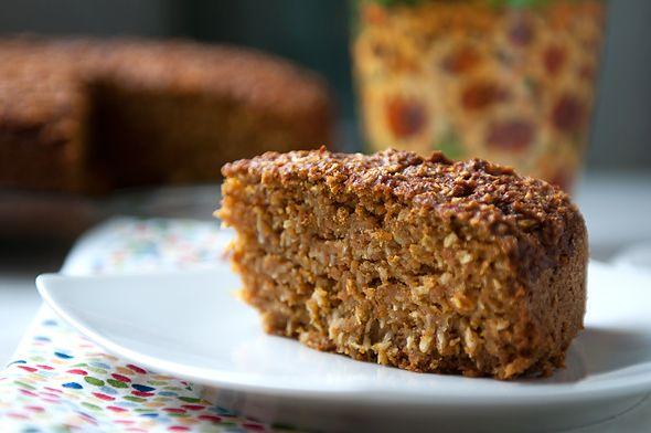 Na podwieczorek zapraszamy na  ciasto.  W roli głównej  ruda marchewka i śnieżno-białe wiórki kokosowe w towarzystwie skórki pomarańczowej i wanilii.