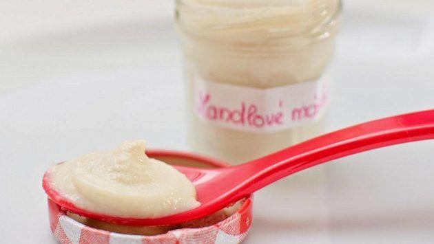 mandlové máslo a mléko
