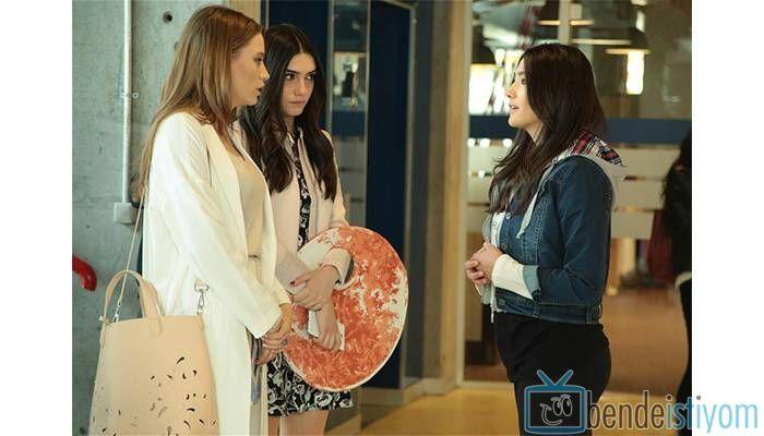 Star TV yayınlanan Medcezir dizisinde  Mira Beylice  karakterini canlandıran Serenay Sarikaya'nın, 68. bölümünde taktığı delikli çanta