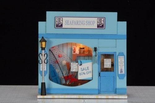"""Miniaturen Set und Bastelidee: Urlaubserinnerung """"Seafaring Shop - Strandbude - Bootsverleih"""" mit Beleuchtung und aufklappbar inkl. Ruderboot, Tresen, Fischernetz u.v.m. von Hongda, http://www.amazon.de/gp/product/B008WAXO76/ref=cm_sw_r_pi_alp_dlx3qb07METHE"""