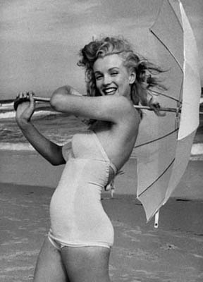 Marilyn Monroe; curvy, happy, radiant and healthy <3Marilyn Monroe, Normajean, Real Women, Coastal Style, At The Beach, Marilynmonroe, Norma Jeans, Real Beautiful, Role Models